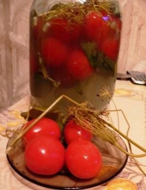 Простая засолка помидор на зиму