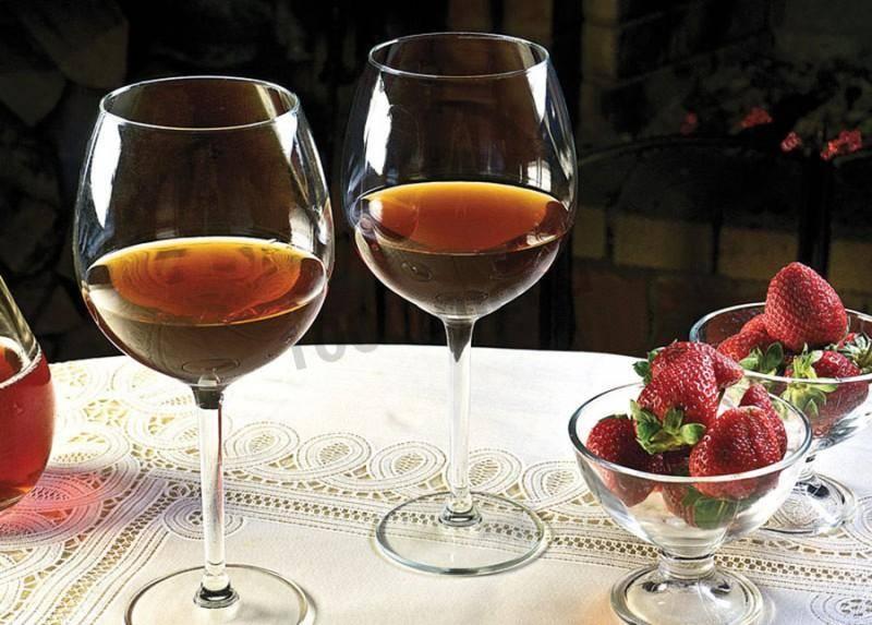 Настойка и наливка из земляники  – 8 простых рецептов в домашних условиях