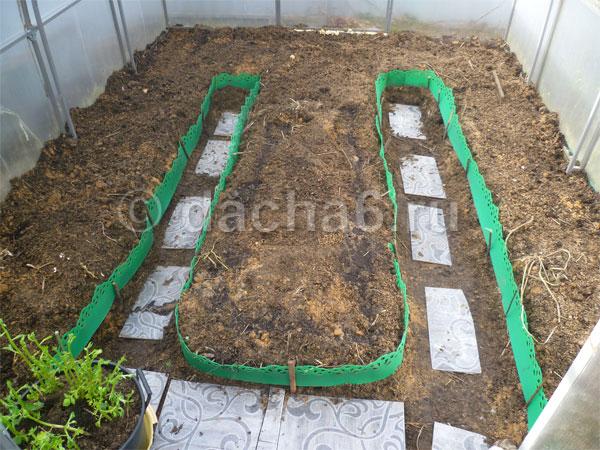 Как подготовить почву весной в теплице под помидоры и чем обработать перед посадкой