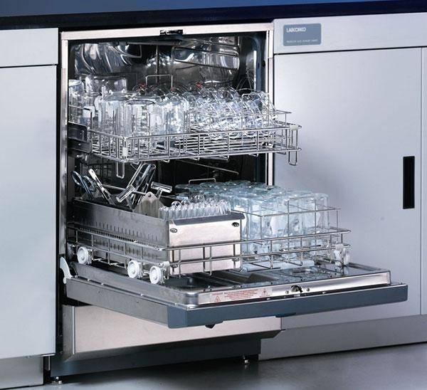 Способы простерилизовать банки и крышки в кипятке, на пару, в микроволновке, посудомоечной машине