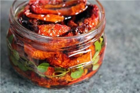 Рецепты вяленых помидоров: сколько займет приготовление в духовке и микроволновке, с чем подавать к столу