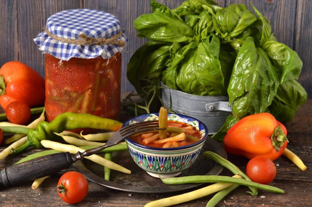Фасоль на зиму в банках с овощами, рецепты как в магазине. стручковая фасоль, маринованная в банках на зиму