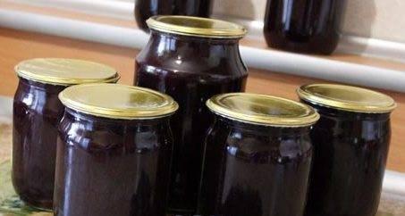 Простой рецепт заготовки на зиму черной смородины без сахара в собственном соку