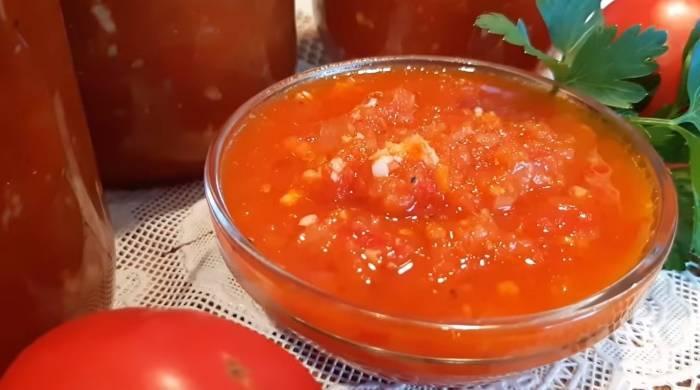 Как приготовить яблочную аджику с помидорами