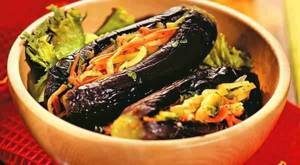 Баклажаны квашенные с чесноком и морковью: синие под гнетом