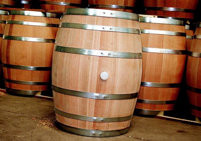 Хранение вина в дубовой бочке