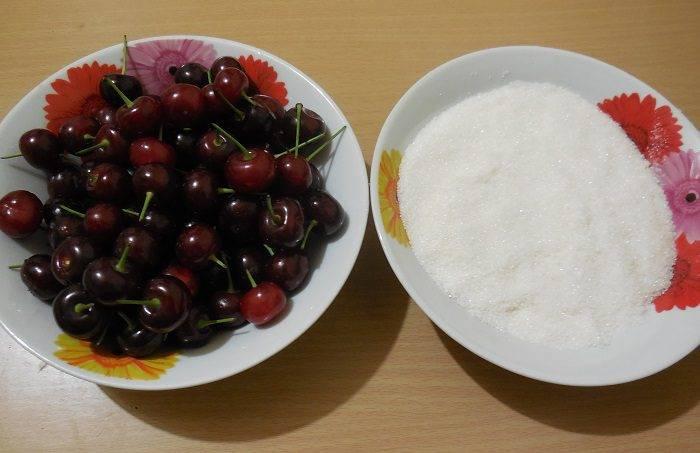 Густое варенье из вишни с косточками и без них: 10 простых рецептов на зиму
