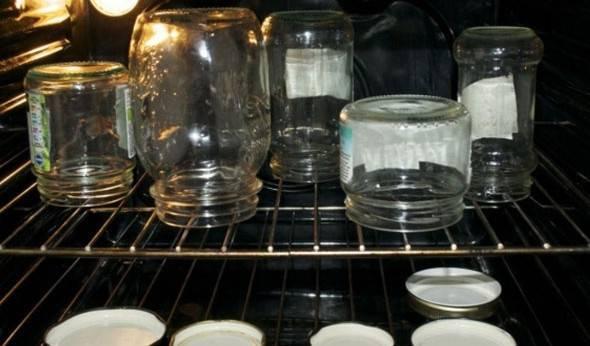 Можно ли и как стерилизовать банки в духовке