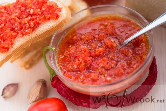 Лучшие рецепты аджики на зиму из помидоров