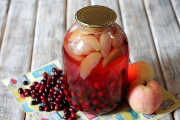 Пошаговый рецепт приготовления компота из кизила и яблок на зиму