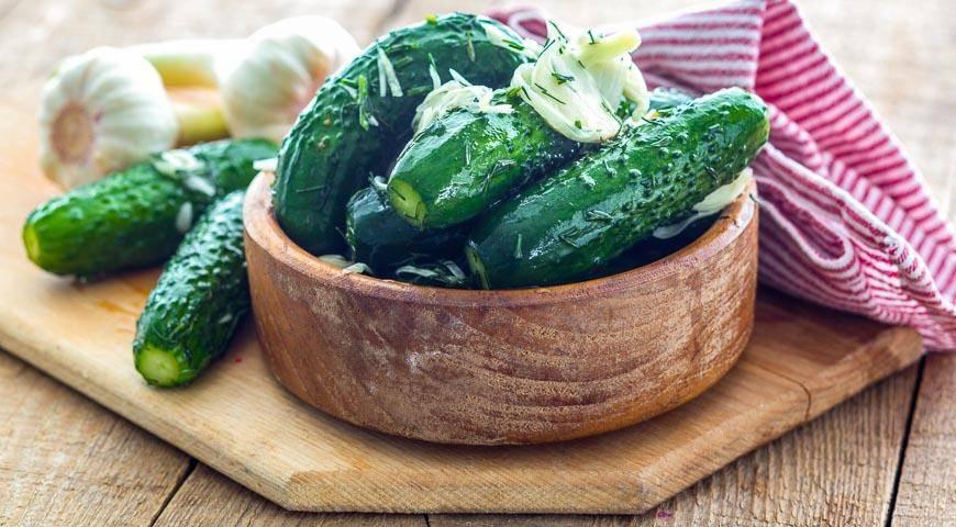 Как сделать малосольные огурцы: классический рецепт и его вариации