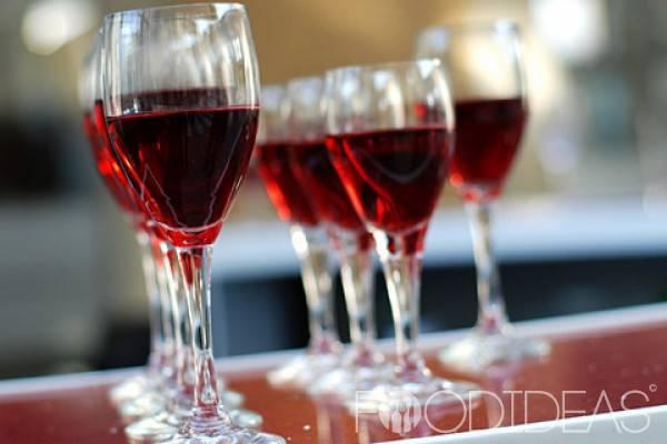 Домашнее вино из шиповника: 3 рецепта приготовления
