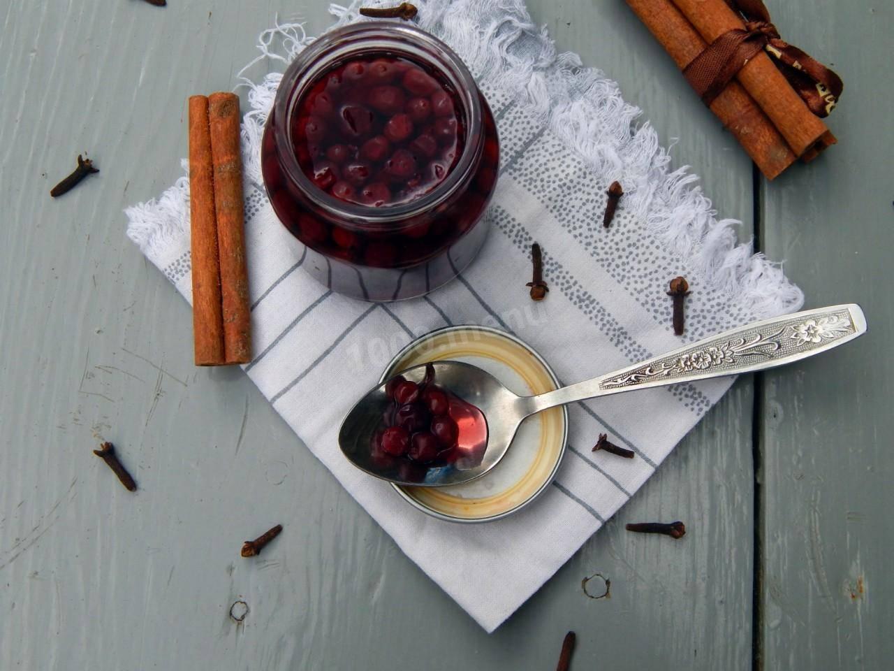 ТОП 3 рецепта приготовления на зиму брусники в сиропе без варки