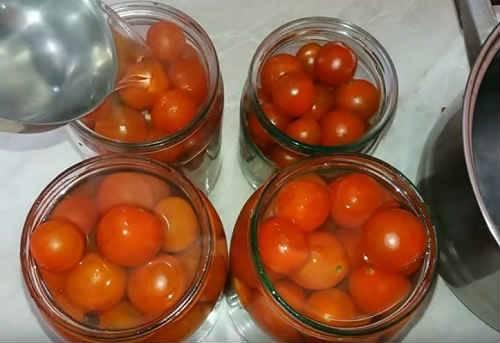 Заготовки из помидор: рецепты томатов в снегу с чесноком на зиму