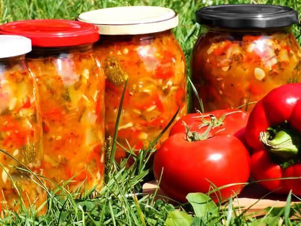 Лечо с томатной пастой и болгарским перцем на зиму — 9 вкусных и простых рецептов с фото пошагово