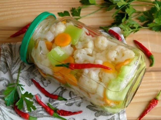 Салат из цветной капусты на зиму. простые и самые вкусные рецепты закуски