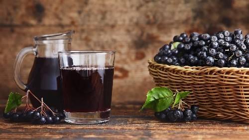 Терпкая сладость: компоты из черноплодной рябины