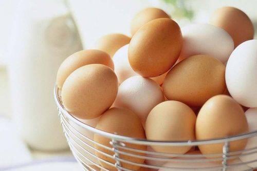 Яйцо с двумя желтками— хорошо или плохо, что делать с курами