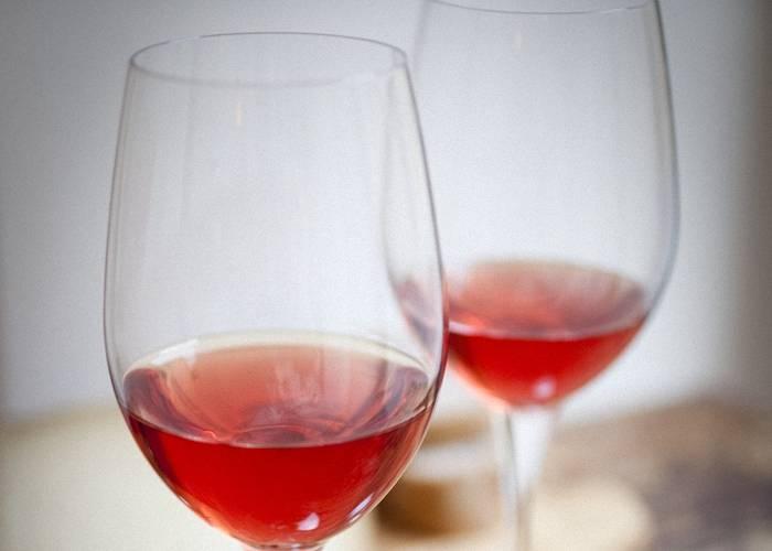Как приготовить вино из шиповника в домашних условиях по простому рецепту