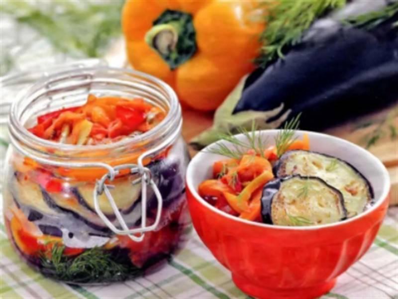 Каким образом сохранить баклажаны на зиму свежими в домашних условиях? как можно переработать овощи?