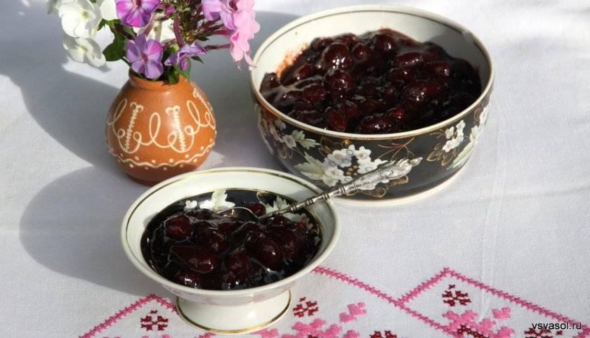 Рецепты кизилового варенья: почему вам понравится этот десерт, и как его разнообразить