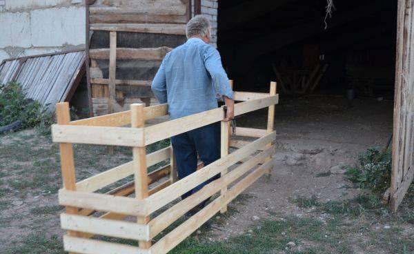 Как сделать кормушку для козы своими руками