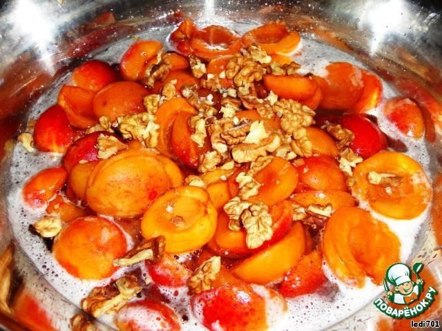 12 простых рецептов приготовления абрикосового варенья с грецкими орехами на зиму