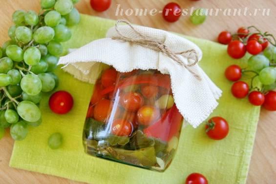 Помидоры с виноградом: 5 рецептов для зимней заготовки с фото