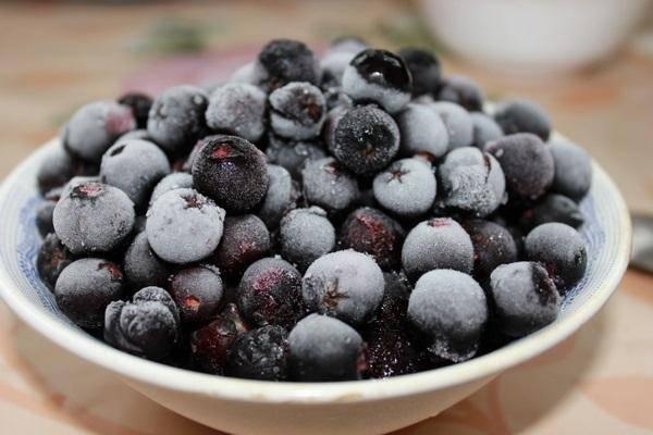 Компот из яблок и черноплодной рябины на зиму: 3 полезных рецепта
