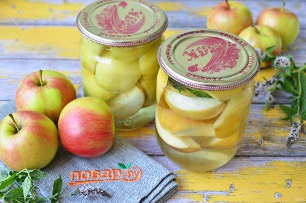 Закрываем половинки персиков в сахарном сиропе на зиму