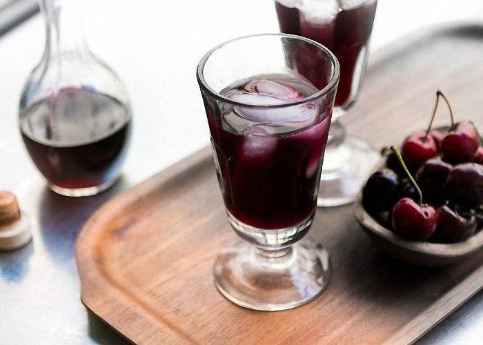 Вино из забродившего вишневого компота
