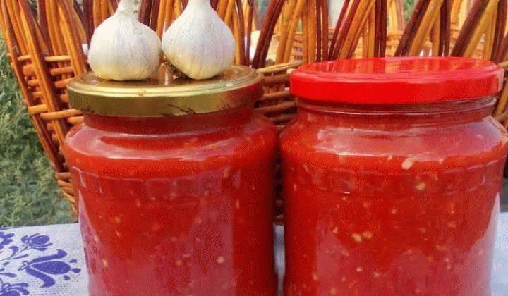 Рецепты сырой аджики из помидор и чеснока – без варки и стерилизации