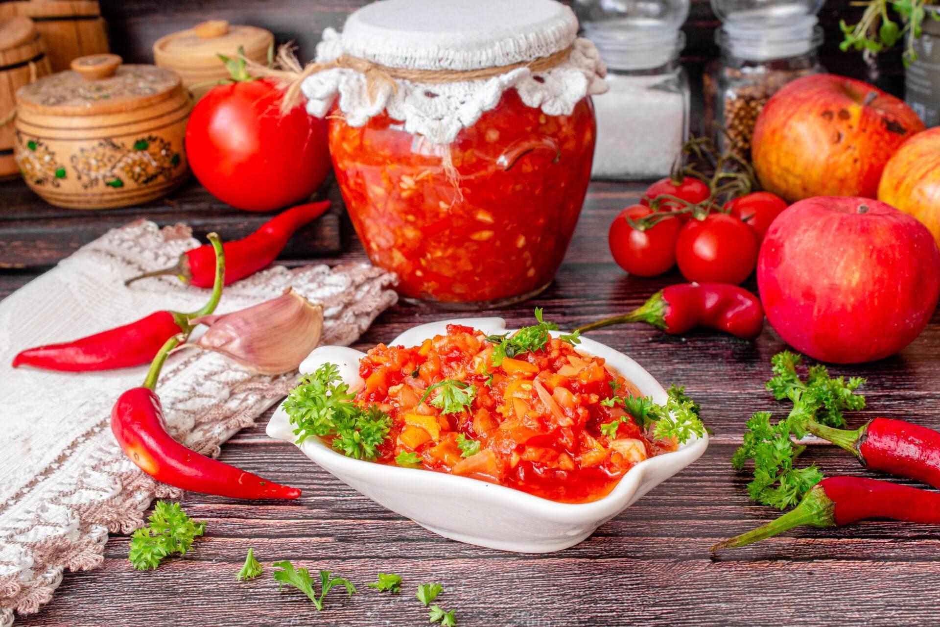 Лучшие рецепты аджики из яблок, помидор, перца, цуккини и хрена