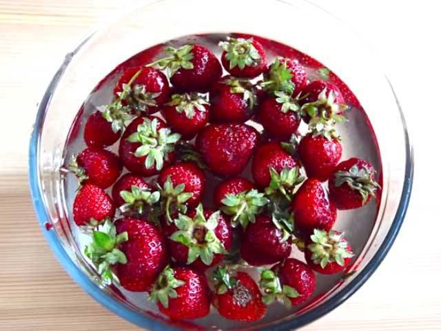 Густое варенье из клубники с целыми ягодами на зиму: 7 простых и лучших рецептов