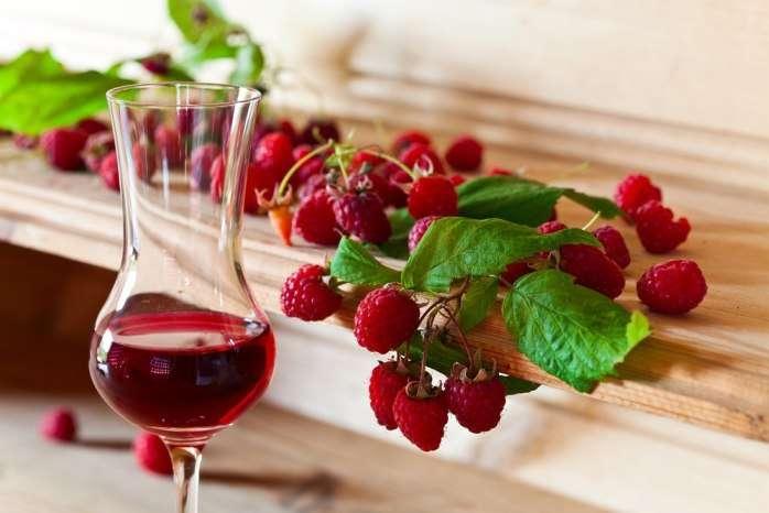 15 простых пошаговых рецептов приготовления малинового вина в домашних условиях