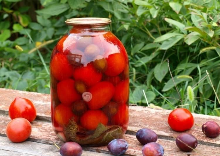 Закрываем помидоры со сливами на зиму