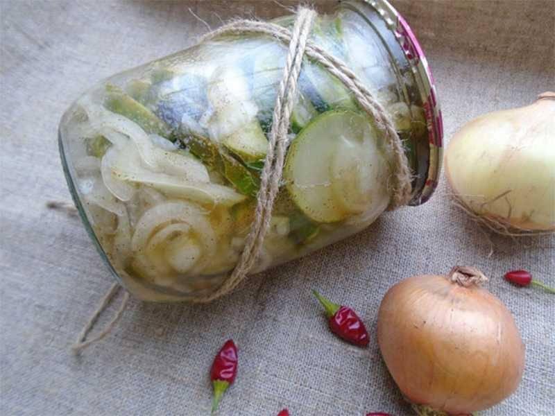 Засолка помидоров с луком на зиму: 7 рецептов с пошаговым описанием и фото