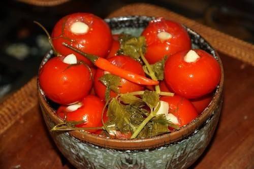 Засолка помидоров в банках на зиму холодным способом: рецепты +видео