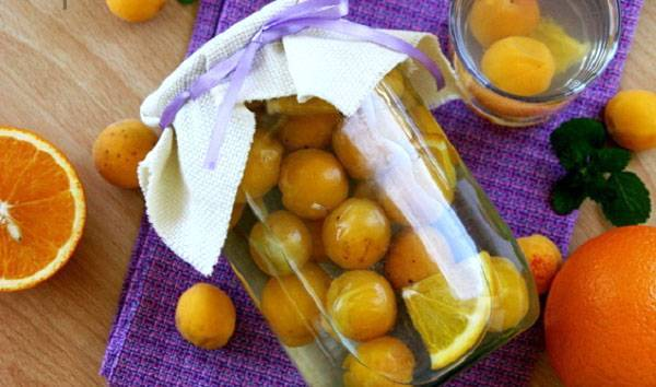 Компот из абрикосов на зиму — 10 пошаговых рецептов